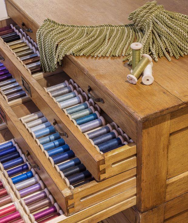 Custom colour capabilities, using individual yarns